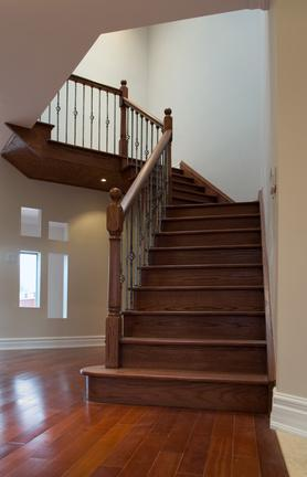 Какую лестницу выбрать на второй этаж дома фото